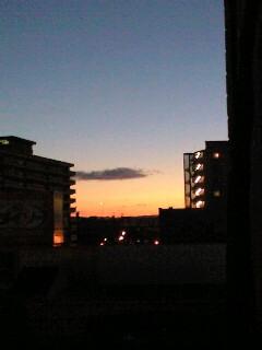 最近、早起きです。